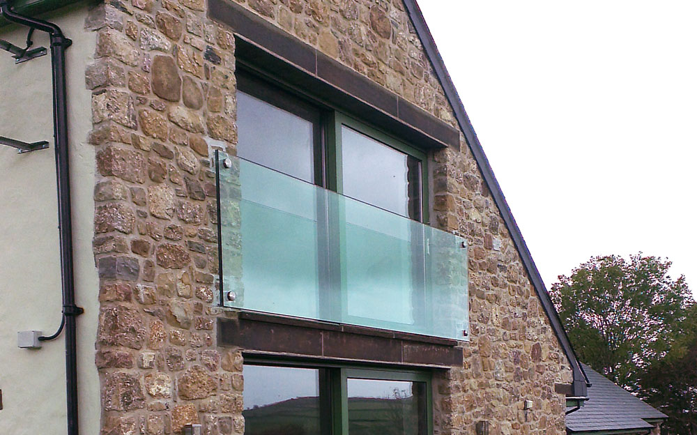Veon glass bespoke structural glass solutions frameless glass juliet balcony the gower for Juliet balcony